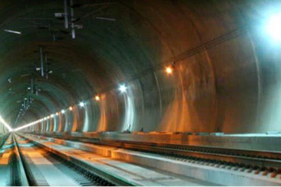 视频:马斯克曝光隧道视频!这有多快?
