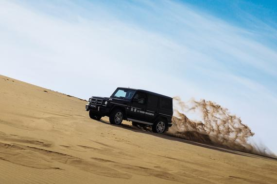 视频:奔驰G级驰骋沙漠