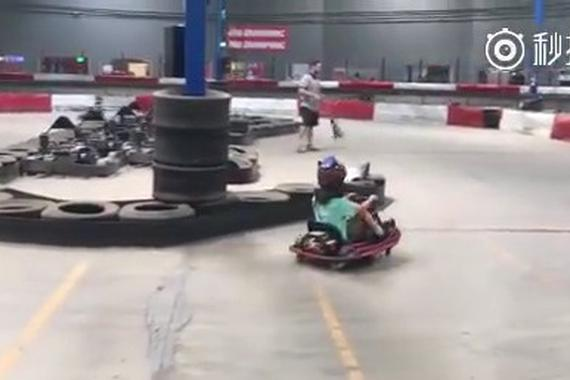 视频:卡丁车疯狂漂移,没想到吧?