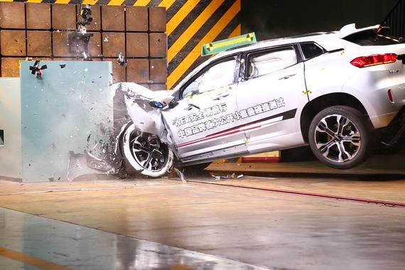 """视频:C-NCAP小重叠碰撞测试 VV7获""""Good""""评级"""