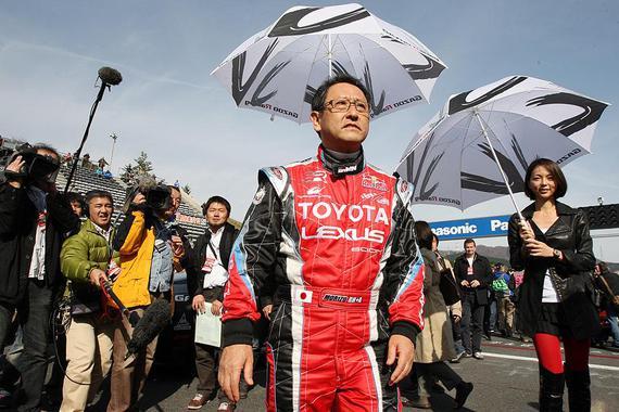 刚刚,61岁总裁级赛车手丰田章男开通了微博