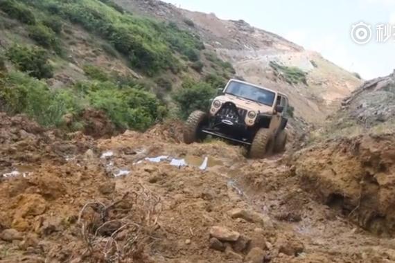 爆改Jeep牧马人泥地疯狂豁车