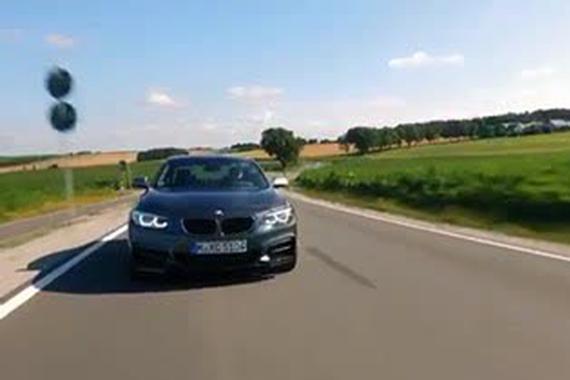 视频:2017款宝马M 240i驾驶体验,百公里加速时间4.4秒