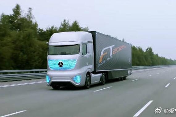 """视频:奔驰无人驾驶卡车,将引导一场""""公路革命"""""""