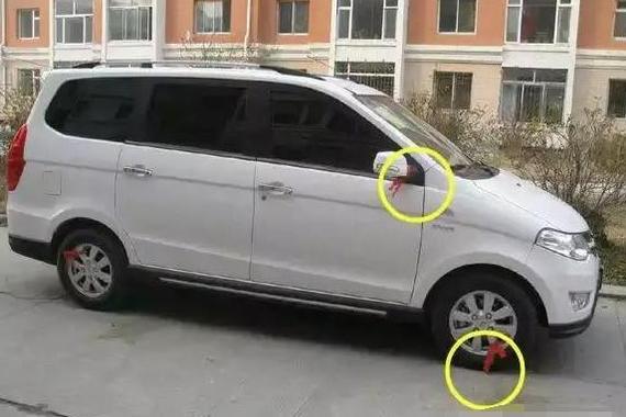 后视镜系红绳的车子 为什么老司机会避让?