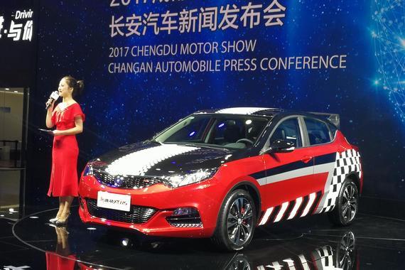 2017成都车展:长安逸动XT RS正式上市