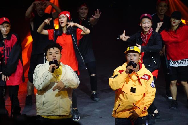 嘻哈音乐人:艾福杰尼(左)、黄旭(右)