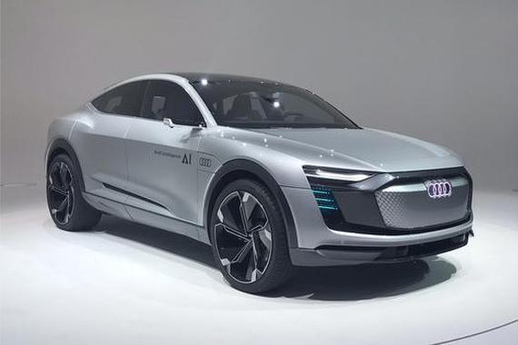 奥迪把概念车换代是要国产?A8的内饰、Q8的车灯