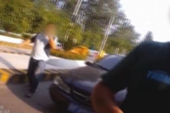 视频:醉驾驾驶证被吊销 竟持假证又酒驾