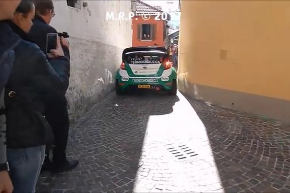 视频:是时候表演真正的技术了,WRC式过弯法则就是要快准狠!