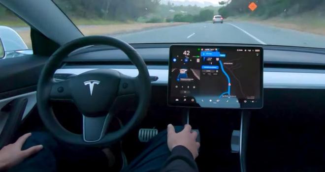 马斯克:一旦实现全自动驾驶 将停止或高价销售汽车