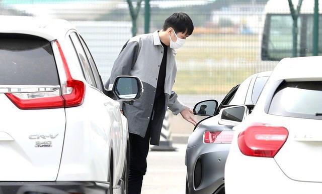 #刘昊然带张若昀参观爱车# 到底是什么车?