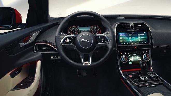 汽车中触控屏越大越爽?捷豹首席设计师:才不会像Model S那样设计