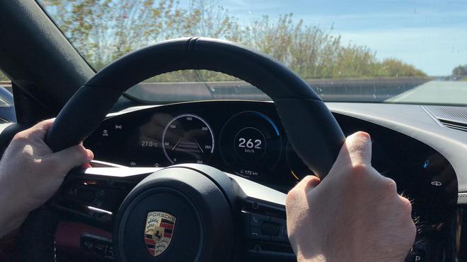 那么这次试驾的实际极速就定格在了262km/h