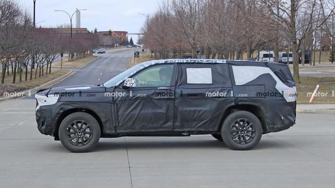 Jeep大切诺基七座版谍照曝光 有望于明年亮相