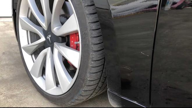 特斯拉Model 3车底油漆衰减严重 用户发起集体诉讼