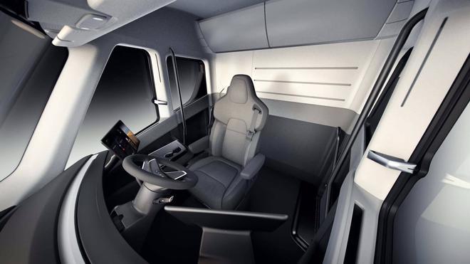 马斯克称特斯拉Semi电动卡车即将量产 暂无生产时间表
