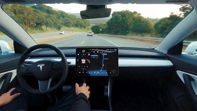 特斯拉将在6-10周内推送改进后的完全自动驾驶系统