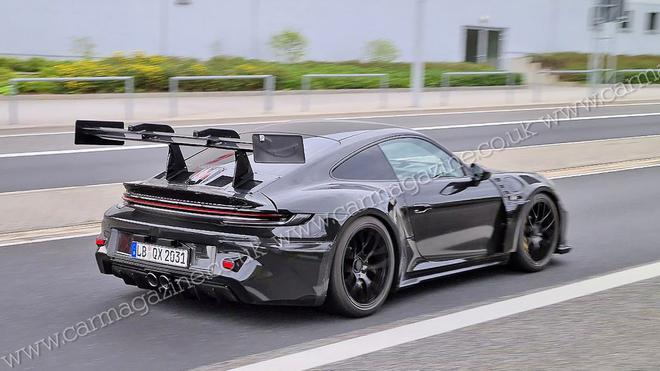 全新保时捷911 GT3 RS路测谍照曝光 配置中心锁定轮与中置双出排气