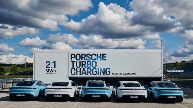 保时捷推出2.1兆瓦时移动充电系统 可同时为10辆电动车充电