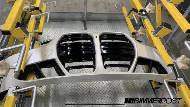 全新宝马M4实车图泄漏 双肾格栅尺寸加大