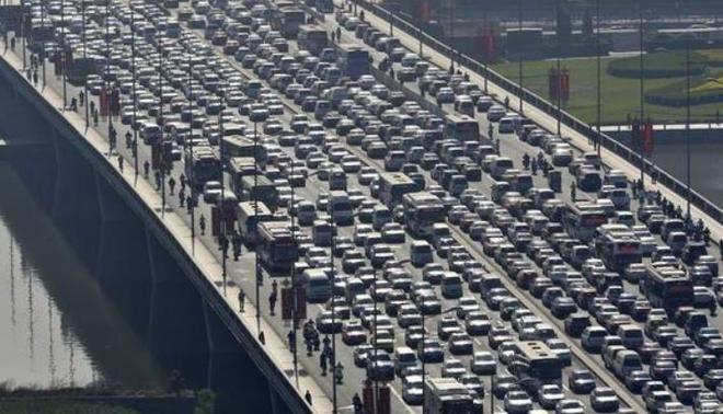 商务部官员:汽车在中国的快速普及已基本结束