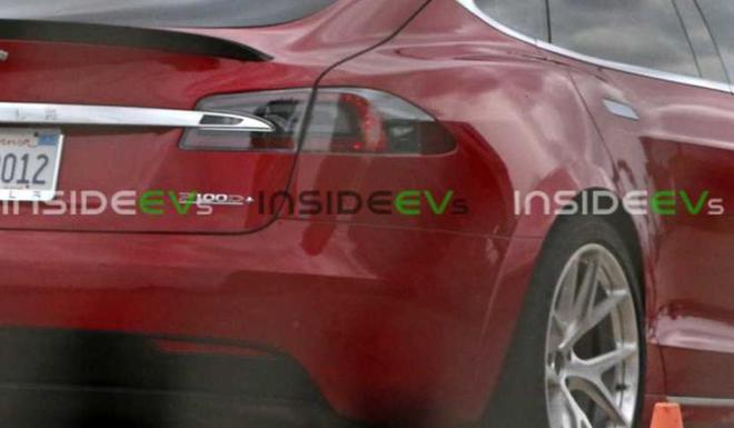 特斯拉Model S在纽博格林附近测试