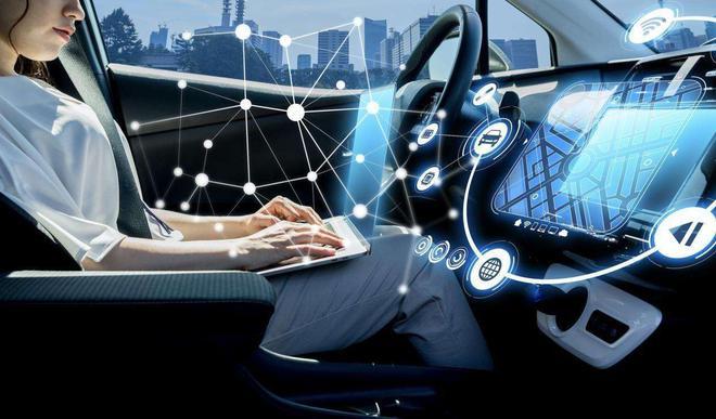 实测自动驾驶:踩油门、踩刹车…这些都不要司机做