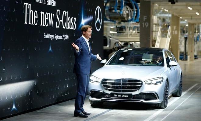 康林松在德国辛德芬根出席新款S级轿车的揭幕仪式