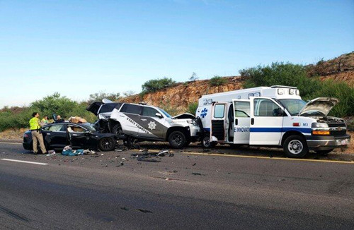 Autopilot再惹祸 特斯拉在美国撞上警车