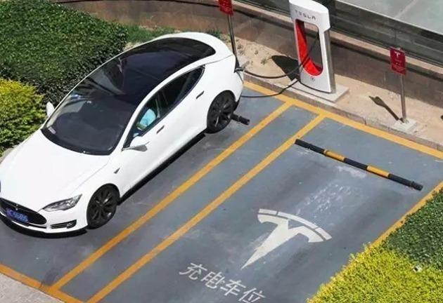 特斯拉否认上海工厂三倍工资挖角同行