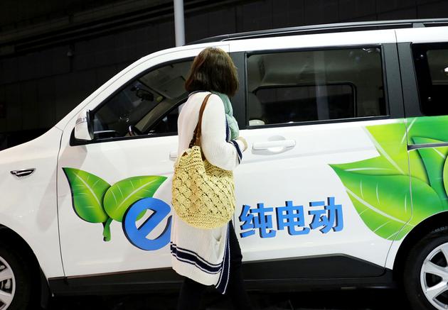 """京城多家新能源4S店""""一车难求"""""""