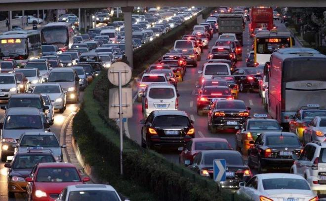 中国车市遇冷,峰值3000万辆已成瓶颈?看各界专家怎么说