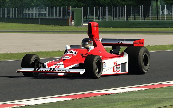 詹姆斯·亨特驾驶的迈凯伦M23赛车