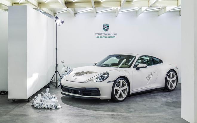 保时捷呈现全系跑车魅力 保时捷携全新Taycan与结晶腐蚀版911艺术车亮相