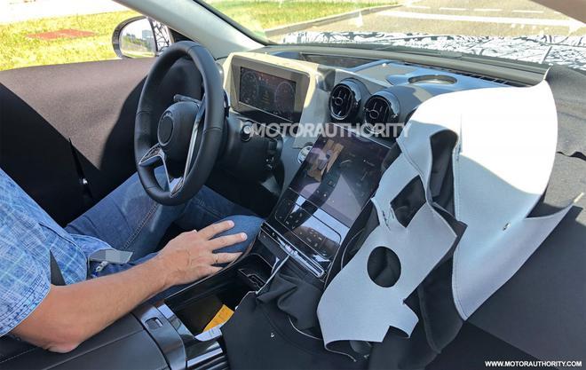 第5代奔驰C级轿车谍照再曝光 前大灯灵感来自新一代奔驰S级