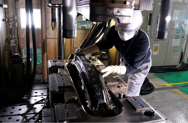 日产汽车碳纤维零部件生产取得新突破