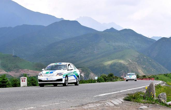第六届环青海湖(国际)电动汽车挑战赛进入环湖评测第二日