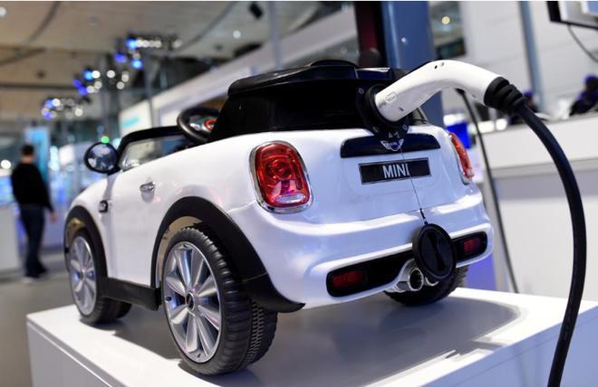 全球各大车企竞相加速电动化