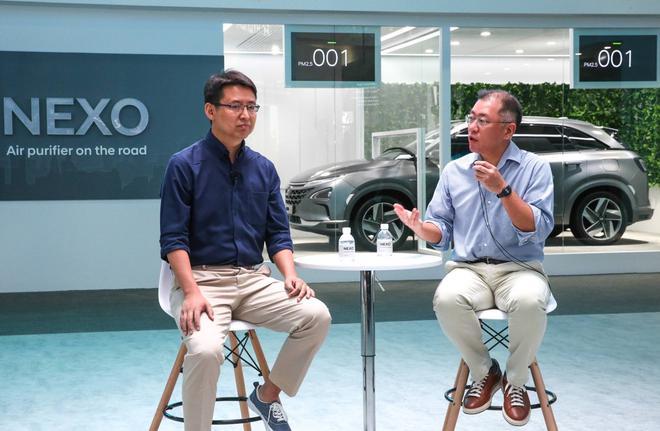 左:格灵深瞳总裁赵勇 右:现代汽车集团郑义宣副会长