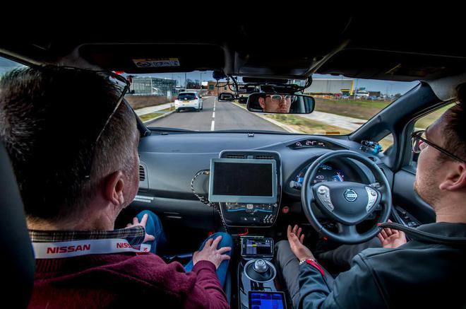 让出行更安全 英国将允许安装自动驾驶系统的汽车上路