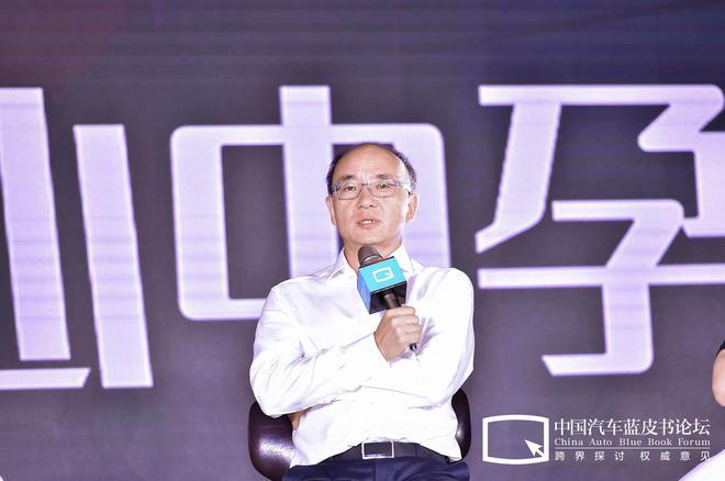 冯擎峰:未来造车将是双驱动 通过科技的创新去影响消费者选择汽车