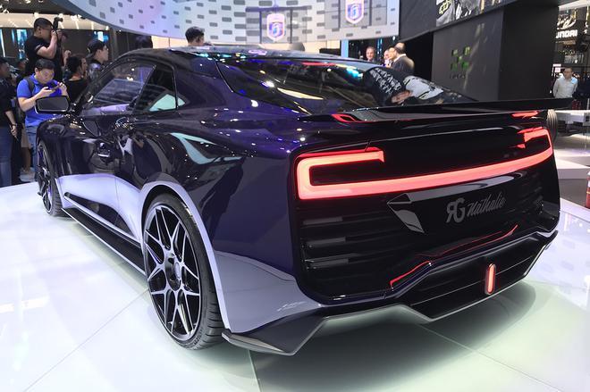 2018北京车展:爱驰携两款新车亮相