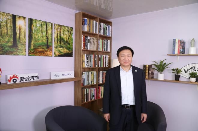 曹忠:长江既不属于互联网造车也不属于传统车企