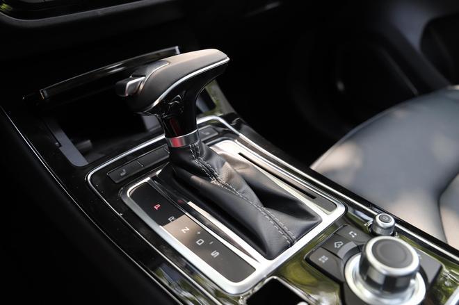 一汽奔腾SENIA R9正式上市 售8.39-12.59万元