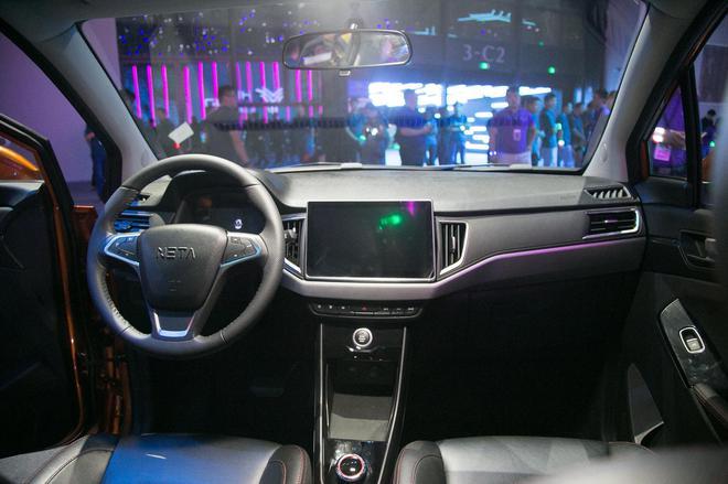 合众新能源旗下首款量产车—哪吒N01正式下线