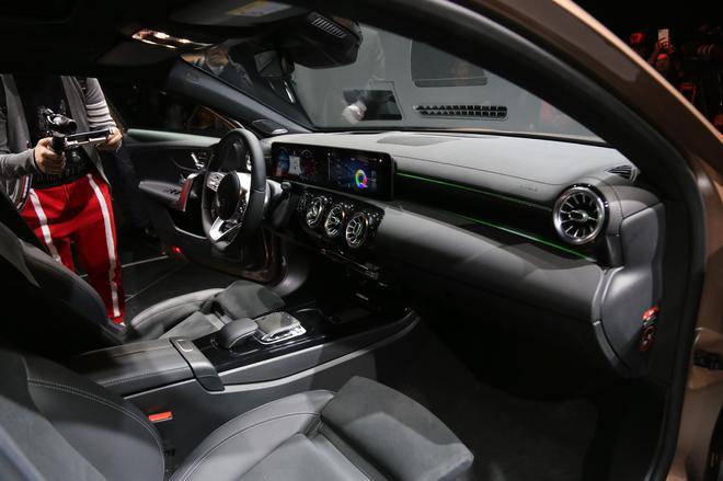 奔驰全新长轴距A级轿车上市 售价21.69万起