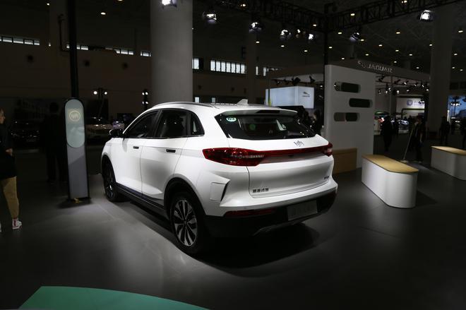 2019海口新能源车展:威马EX5亮相