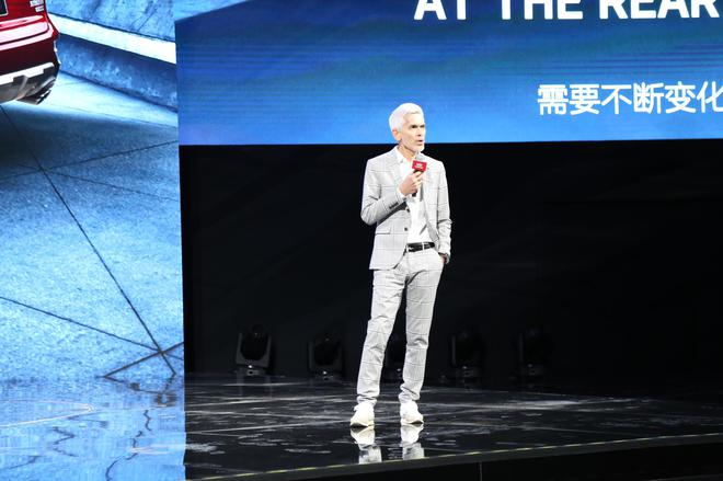 首席设计师 Mr.Oleg Son