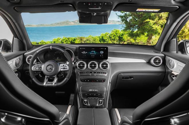 奔驰新GLC性能版亮相 动力超奥迪SQ5 汽车殿堂